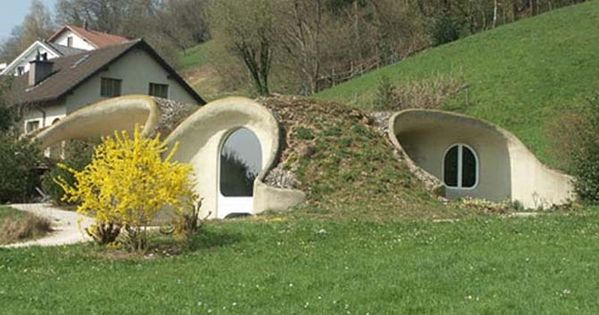 d couvrez la maison bioclimatique enterr e 10 000 euros maison bioclimatique bioclimatique. Black Bedroom Furniture Sets. Home Design Ideas