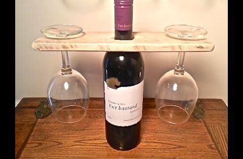 Wood pallet wine glass and wine bottle display holder for Glass bottle display ideas