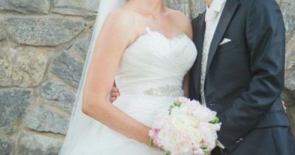Jeder Anfang Ist Schwer Diese Tipps Geben Ehepaare Frisch Vermahlten Mit Tragerloses Hochzeitskleid Kleid Hochzeit Ehepaar