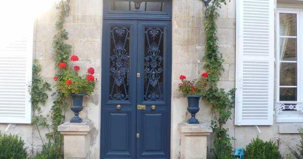 Porte marquise pierres apparentes volets fleurs for Garde fou fenetre