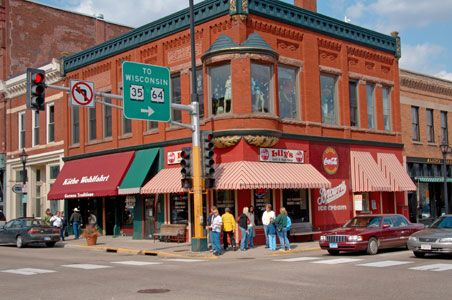 5 Midwestern Small Towns To Visit Now Still Water Small Towns Small Town America