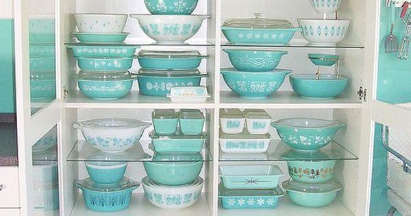 vintage aqua Pyrex - I had those solid aqua bowls! I want