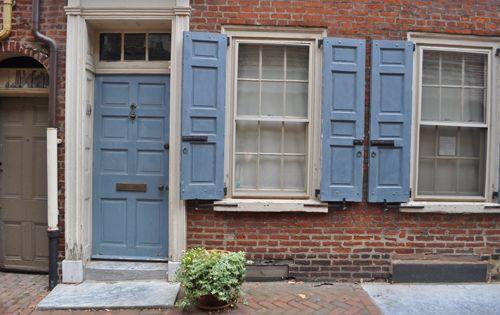 blaue Türen, Ziegel and Türen on Pinterest - fronttüren für küchenschränke