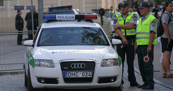 Lithuanian Police Audi A6 In Vilnius Police Cars By Country Wikimedia Commons Police Cars Police Cars