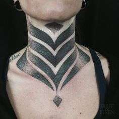 Resultat De Recherche D Images Pour Neo Tribal Blackwork Collar Tattoo With Images Neck Tattoo Collar Tattoo