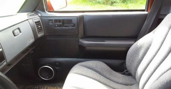 S10 With Speaker In Door And Cavalier Seats S10 Parts Car Seats Seating