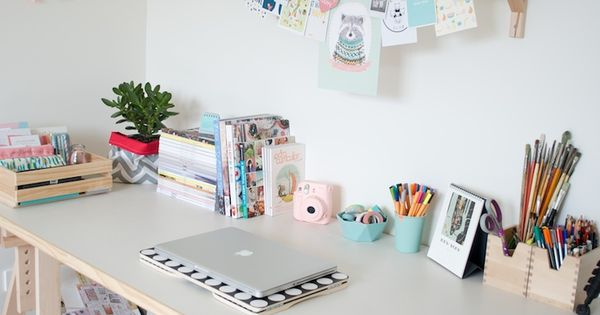 Home office minimalism no clutter perfect space to for Chambre youtubeuse
