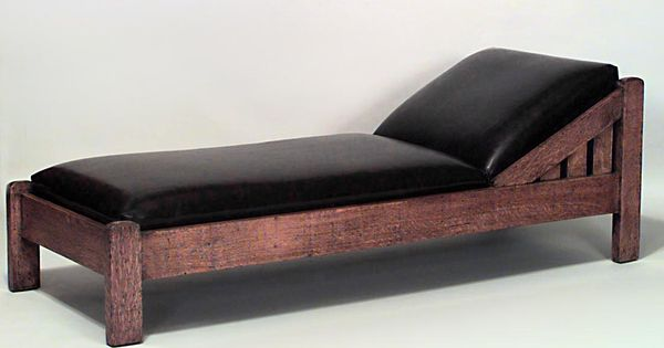 American mission oak chaise with black leather upholstery for Art nouveau chaise lounge