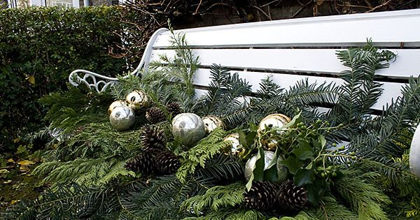 Christmas Wreath And Outdoor Decorations Gardens Parks
