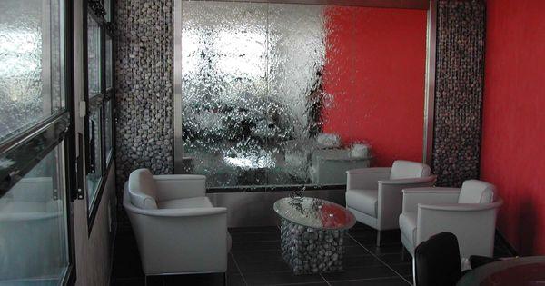 Mur d 39 eau con u pour une salle d 39 attente salle d 39 attente for Cloison amovible hupsos