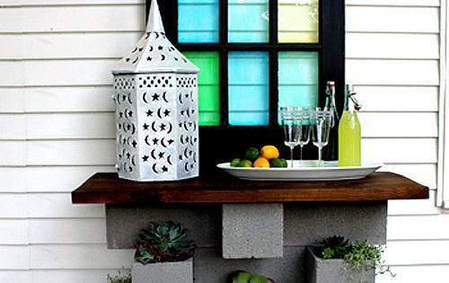 Cinderblock planter topped with a pretty piece of wood makes a cool