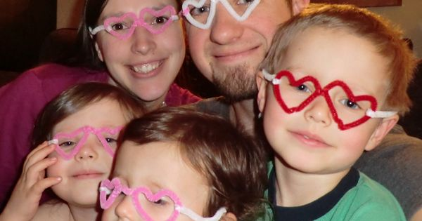 Cute pipe cleaner Heart eyeglass craft. Hero glasses.