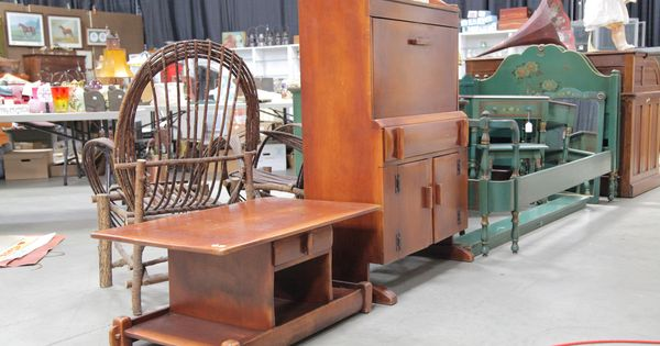 Desk and table cushman colonial creations pinterest for 0co om cca 9 source table