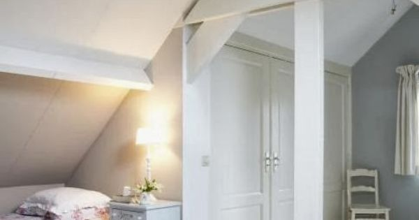 Binnenkant onder het schuine dak for the home pinterest goede idee n opslag en - Slaapkamer onder het dak ...