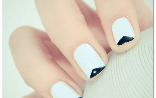 Graphic Black & White Nail Art cmatraining inspiration nailart editorial inspiration styling