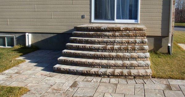 Terrasse et marches de la porte patio en dalles pav uni - Porte terrasse ...