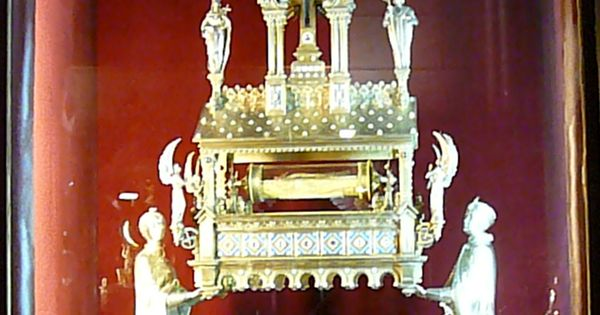 an analysis of the use of reliquaries in religion
