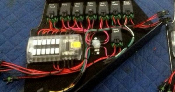 Nicly Done Auxiliary Fuse Box   Nothing Worse Than A Nice