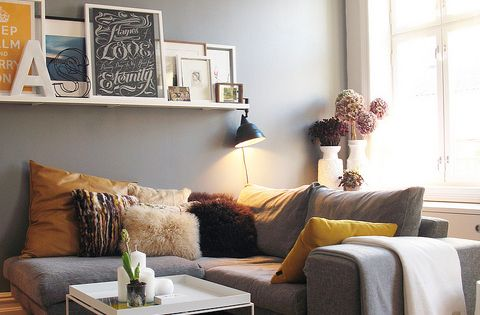 The shelf collage is a great concept for apartment living.