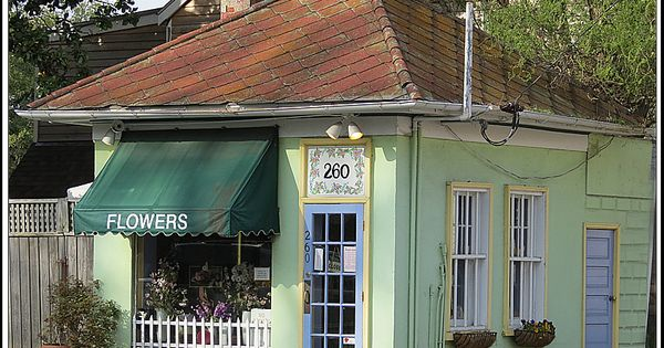 A Picture Of Sandi S Flower Shop Located At The Intersection Of King George Street And College Avenue In Annapolis Maryland Annapolis King George Architecture