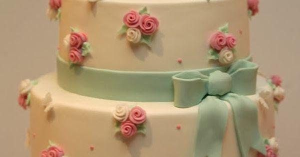 Bolo de Aniversário Passarinho Rosa com detalhes em verde água. By Cupcake-Francisca