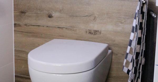 badezimmer mit fliesen in einer holzoptik v b subway 2 0 weiss directflush bad pinterest. Black Bedroom Furniture Sets. Home Design Ideas