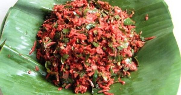 Lawar Adalah Makanan Tradisional Khas Bali Yang Bahannya Dari Daging Babi Darah Babi Yang Masih Segar Parutan Kelapa D Makanan Daging Babi Makanan Dan Minuman