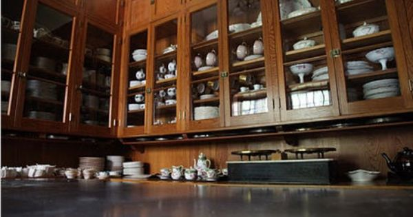 He Butler S Pantry At Skylands Martha Stewart S House In Maine Came With The Previous Owners China The Previous Owners Happened To Be Mr Butler Pantry Greenwich House Pantry Design