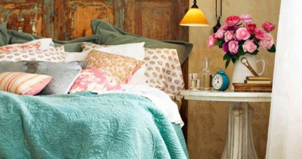 Love the color combination, the rustic headboard, flowers 36 Fascinating DIY Shabby