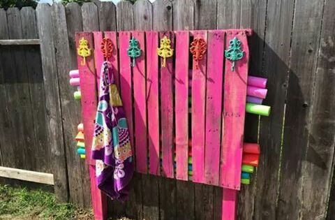 Genius A Painted Pallet Serves As A Towel Rack And Pool