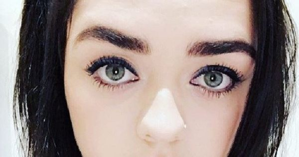 Galerry Maisie Williams just dyed her hair midnight blue and it's BEAUTIFUL