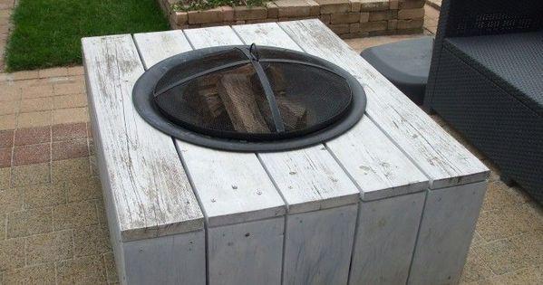 Dieser Feuertisch War Ursprunglich Ein Gewohnlicher Langgestreckter Gartentisch Aus Gerusten Dieser Feu Diy Garden Furniture Garden Deco Fire Pit Patio