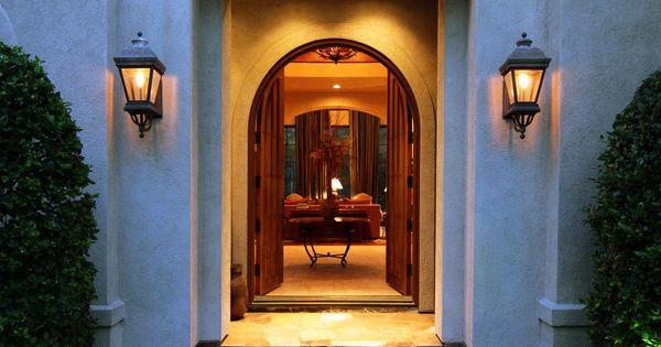 Foyer Mirror University : The grand entry with double wooden arched doors opens to a