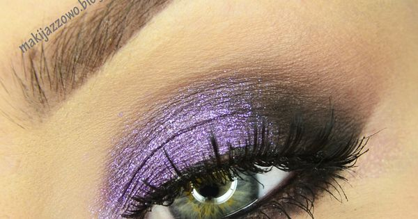 """Violet Evening makeup. May we suggest Stila's """"In the Moment"""" eyeshadow palette?"""