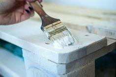 Todas Las Claves Para Pintar Con Brocha Sin Dejar Marcas Como Pintar Muebles Viejos Como Pintar Muebles Pintura De Muebles