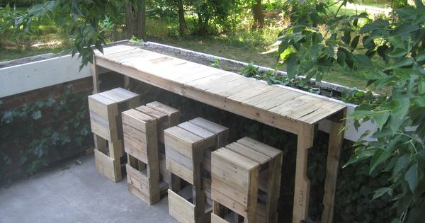 Outdoor pallets bar & pallet stools 1001 Pallet ideas