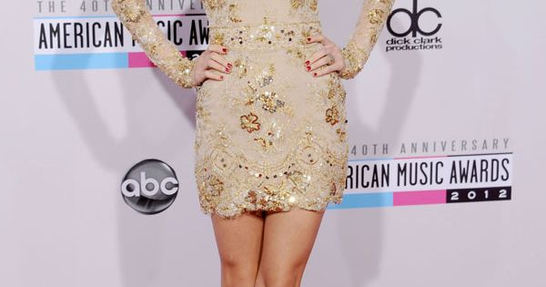 Taylor Swift.. Love the dress!