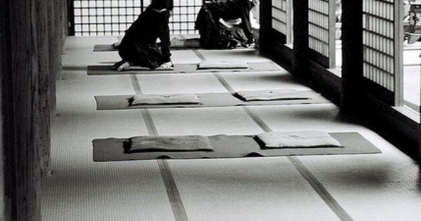 tatami. Black Bedroom Furniture Sets. Home Design Ideas