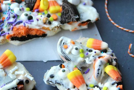 Halloween Bark - 12-14 orange and black oreo cookies, broken up into large chunks 1 cup pretzels, broken into pieces 1 pound almond bark or white chocolate melts 1 1/2 cups candy corn 20-30 candy eyeballs 1-2 tablespoons of a variety of Halloween food spr...