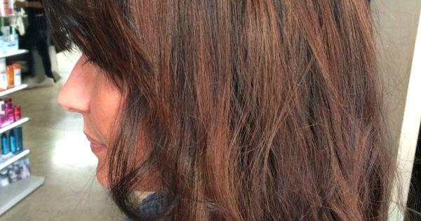 Un bel colore marrone caldo con effetti di contrasto rosso ...