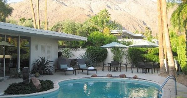 Grand Old Dame Mid Century Movie Colony Classic Homeaway Palm Springs Vacation Rentals Mid Century Landscaping Kidney Shaped Pool