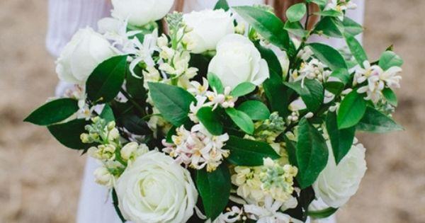 DIY White Bouquet ...easy tutorial  http://merrybrides.tumblr.com/post/67373861390/diyboquet