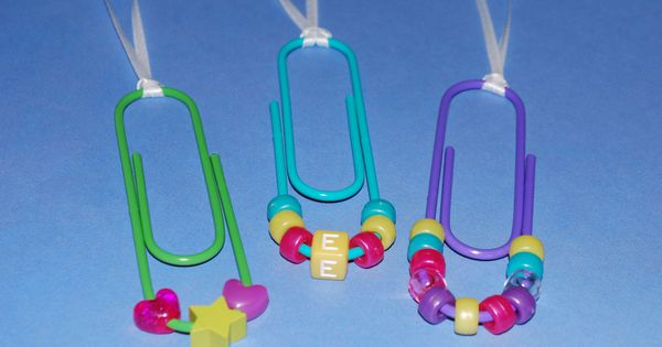 cheap craft idea. great idea for a girls party. Jumbo paperclip necklaces