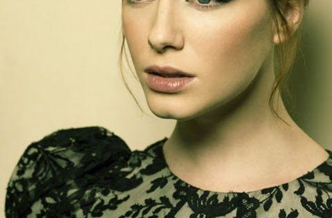 Christina Hendricks - cat eye makeup
