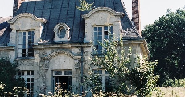 Abandoned Manor House, near Paris Cute guesthouse for dream house... Only in