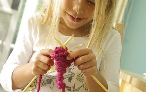Finger Knitting Rhyme : Rhyme for teaching children to knit in through the front