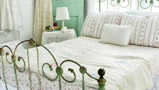 vintage kleiderschrank ist perfekt f r einen sch bigen chic schlafzimmer m bel lampen usw. Black Bedroom Furniture Sets. Home Design Ideas
