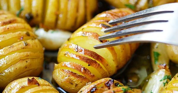 Lemon Herb Roasted Potatoes | Recipe | Herb Roasted Potatoes, Roasted ...