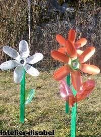 Fleur Moulin A Vent Realise Avec Des Bouteilles Plastique Fleurs En Bouteille Plastique Moulin A Vent Bouteille Plastique