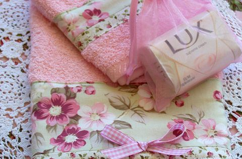 Decorative shabby chic pink towel set lace to edge - Manteles shabby chic ...